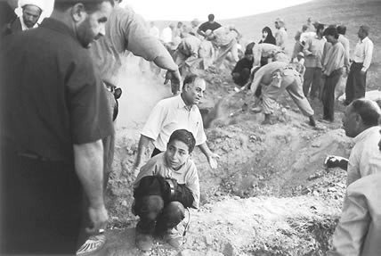 Digging graves in Iran after the earthquake (Eric Grigorian, USA)