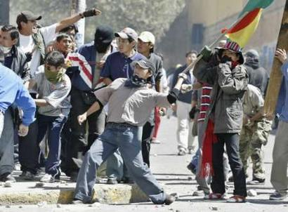 Bolivian Students Clash with Police (Reuters/David Mercado)